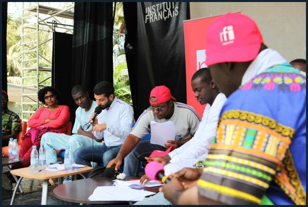 Ziad Maalouf et les Mondoblogueurs lors de l'enregistrement de l'émission spéciale Mondoblog(Crédit photo : © Marthe Le More)
