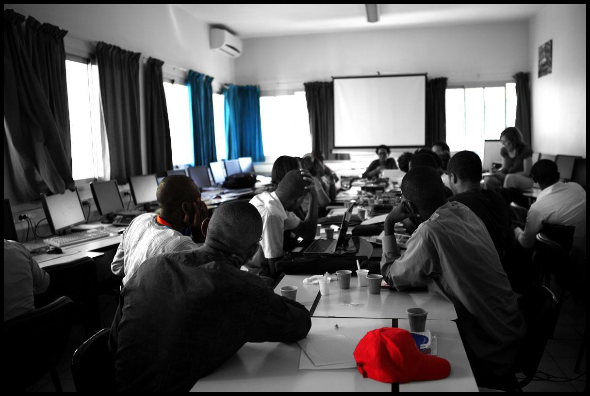 Les blogueurs écoutent attentivement les conseils de Khadi Hane (Crédit photo : Marthe Le More)