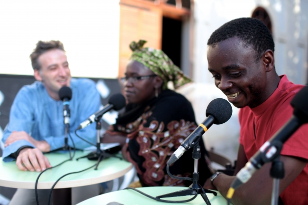 Fatouma et Florian au micro de L'Afrique Enchantée (Crédits photo : Elliot Lepers)