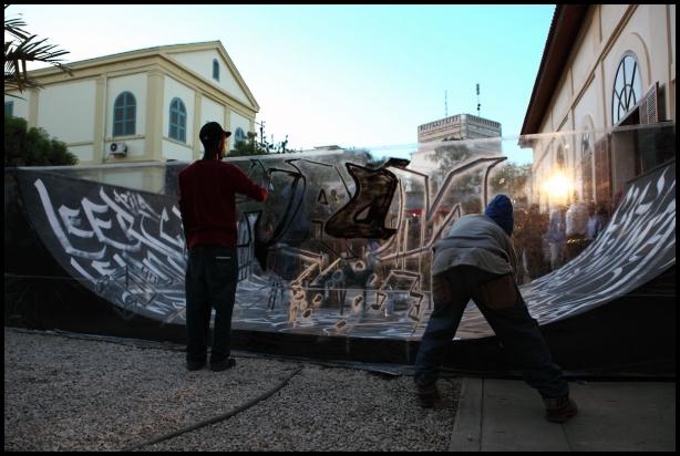 Mod2 et Docta graffent pendant l'émission L'Afrique Enchantée (Crédits photo : Elliot Lepers)